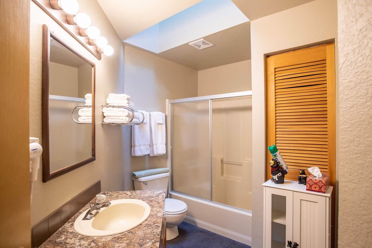 leavenworth downtown condo - vacation rental - bathroom